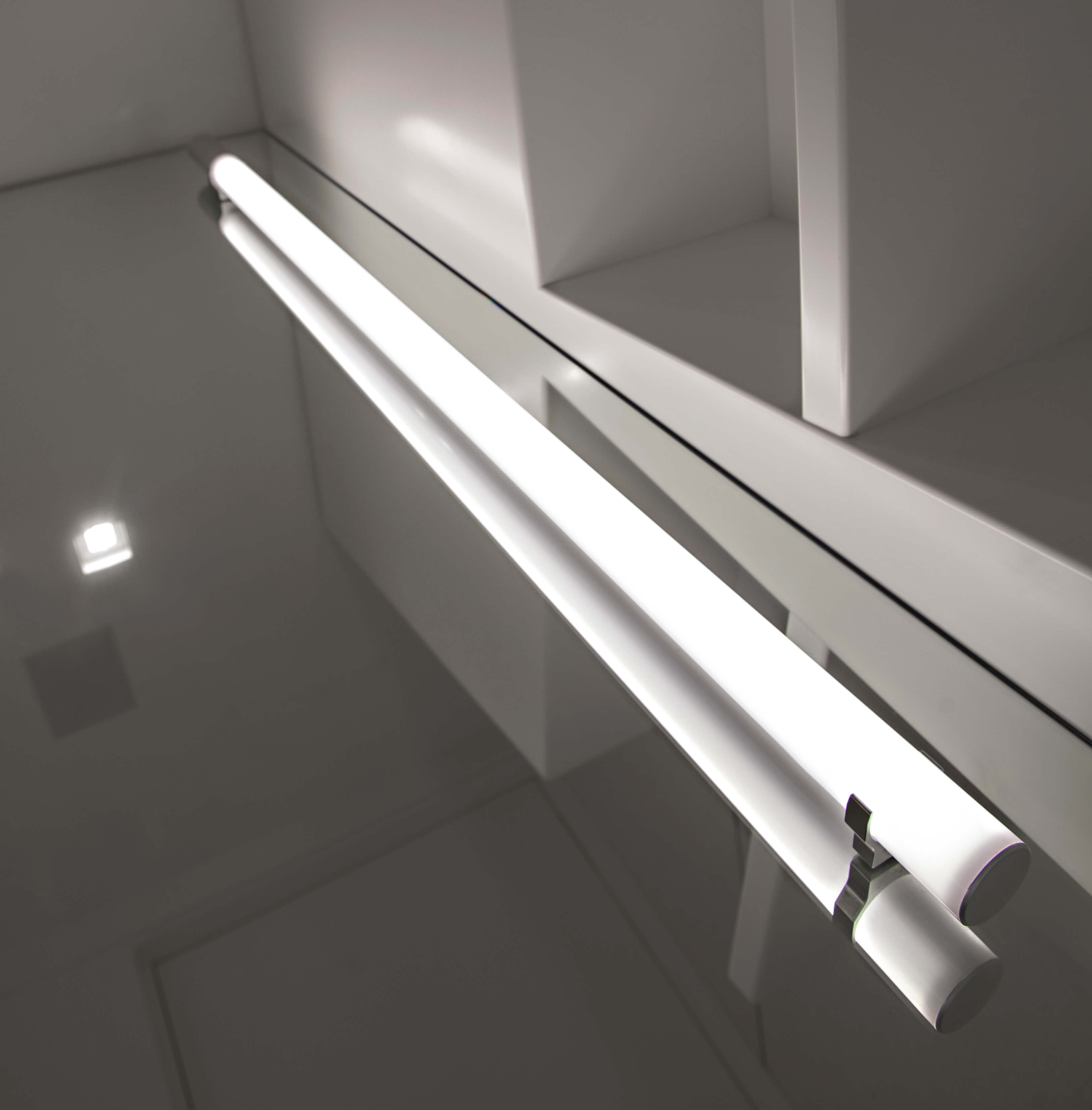Lampade tubolari led zword di brillamenti for Lampada tubolare led