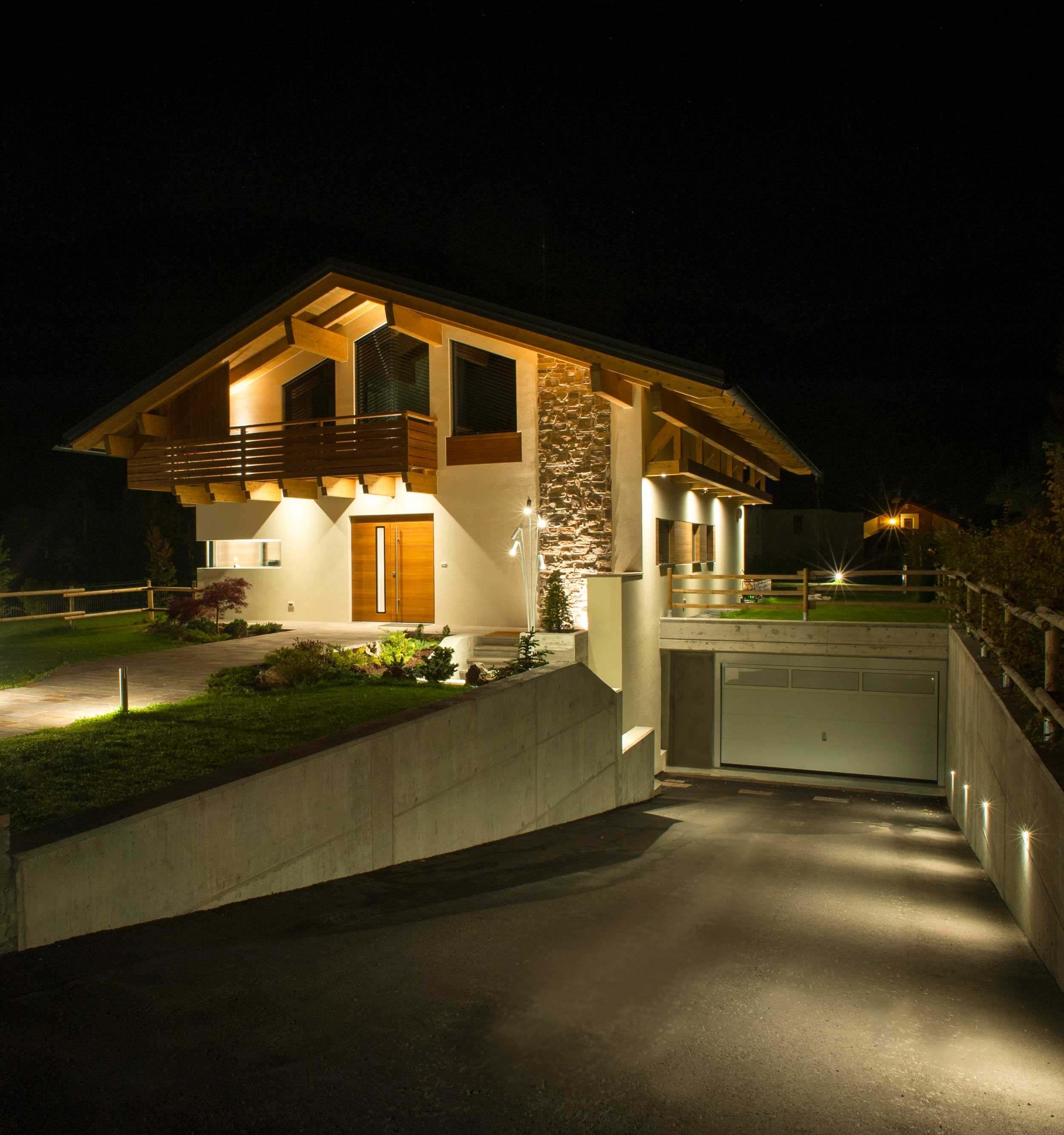Illuminazione led esterni outdoor casa legno4ok brillamenti for Illuminazione led casa esterno