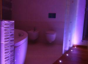 Illuminazione-bagno-cromoterapia-luci-RGB-come illuminare il bagno