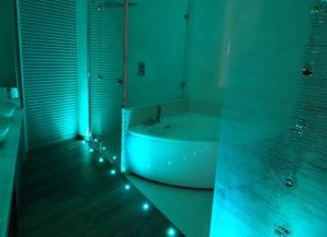 Illuminazione-bagno-faretti-RGB-come illuminare il bagno