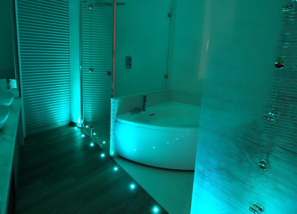 Illuminazione bagno faretti rgb come illuminare il bagno - Illuminare il bagno ...