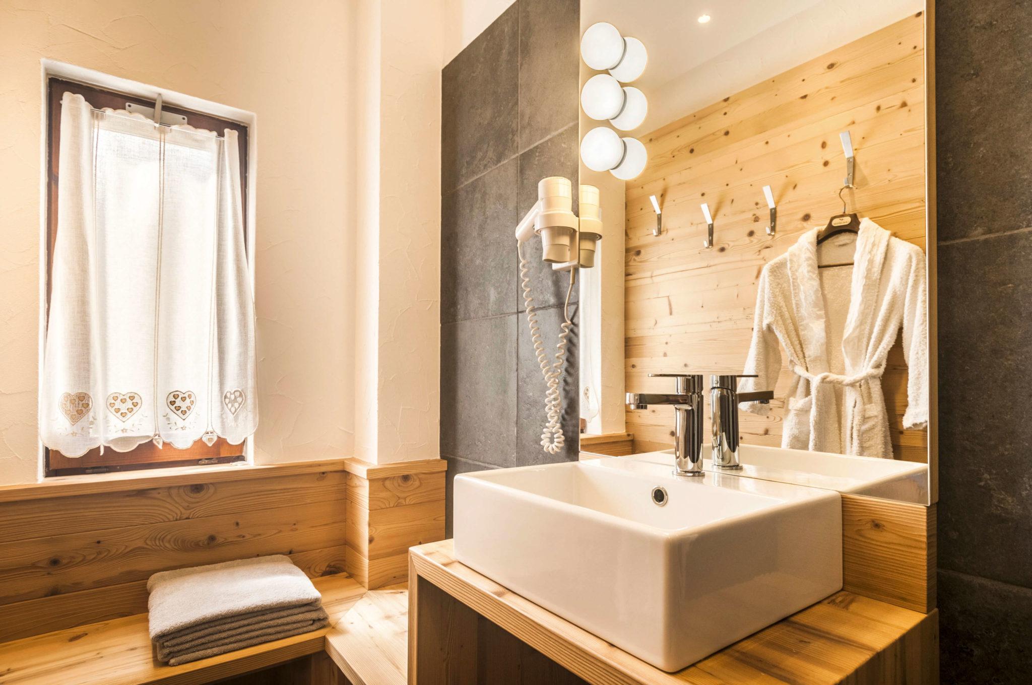 Illuminazione bagno lampade bagno lampade led per bagno brillamenti - Lampade per specchio bagno a led ...