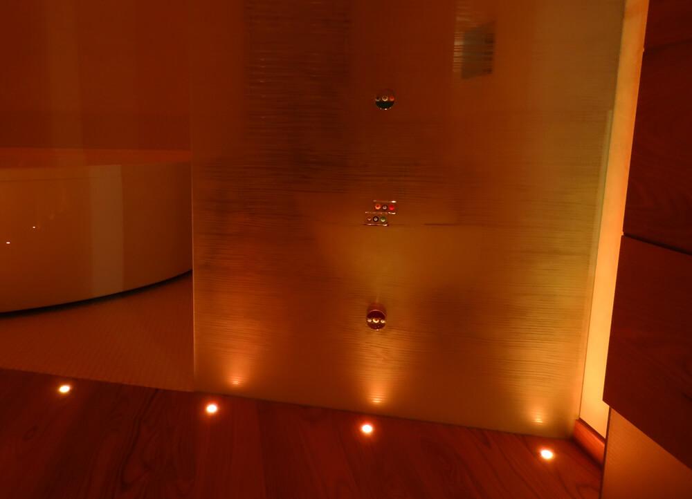 Luci bagno rgb ip65 come illuminare il bagno brillamenti - Illuminare il bagno ...
