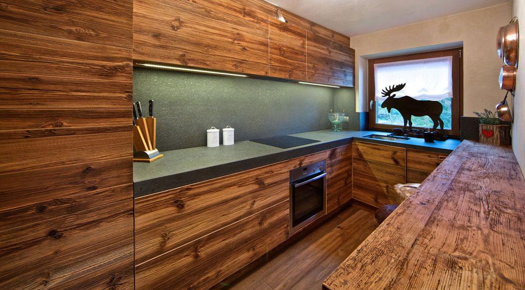 Illuminare il piano cucina 7 consigli utili brillamenti - Illuminazione sottopensile cucina ...