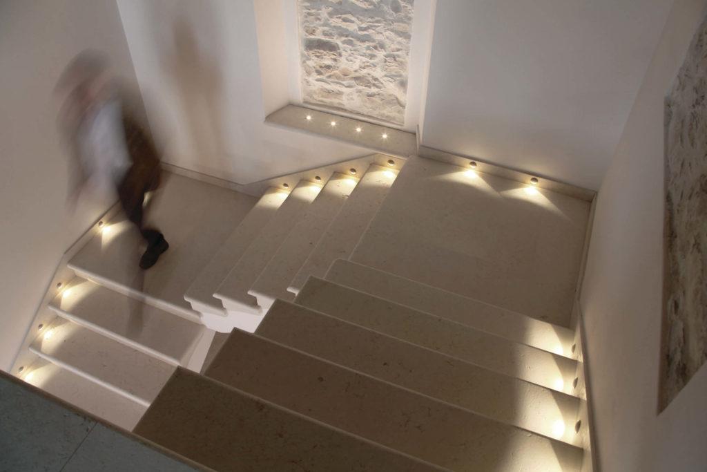 Idee illuminazione scale idee e consigli utili brillamenti - Illuminazione scale a led ...